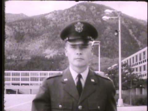 vídeos y material grabado en eventos de stock de cadet walking on campus, saluting, walking through cadet area. - edificio de enseñanza