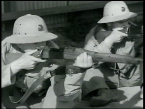 cadets in line dropping down to sitting position, taking aim, reloading. soldiers reloading. cadets w/ handgun, sidearm taking aim. instructor, cadet... - 1942年点の映像素材/bロール