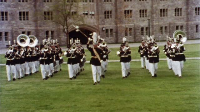 vídeos de stock, filmes e b-roll de cadets march in formation on the grounds of the united states military academy at west point. - marchando