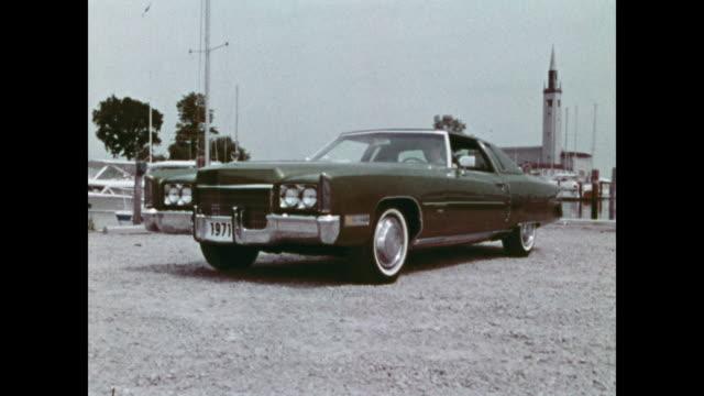 1971 cadillac news film montage - キャデラック点の映像素材/bロール