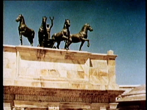 vídeos y material grabado en eventos de stock de 1964 reenactment ms td pan caesar's victory convoy entering rome  - soldado romano