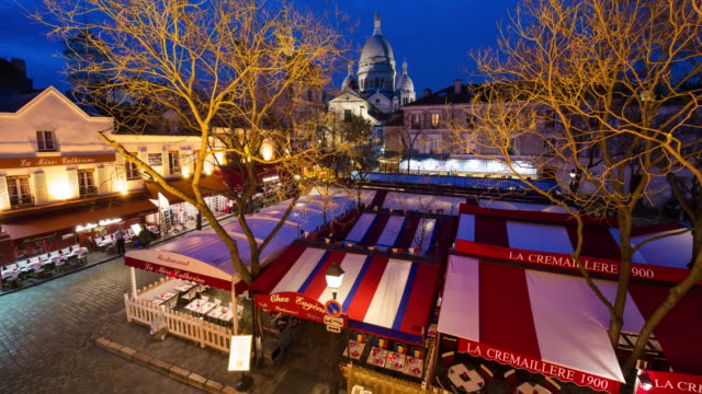 café and street scene in montmartre, paris, france, europe - time lapse - basilique du sacre coeur montmartre stock videos & royalty-free footage