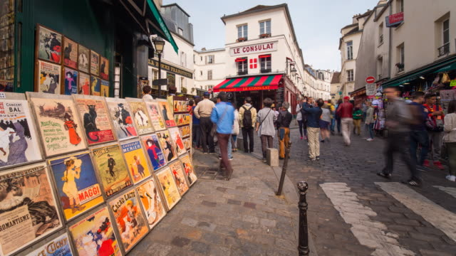 caf_ and street scene in montmartre, paris, france, europe - time lapse - basilique du sacre coeur montmartre stock videos & royalty-free footage