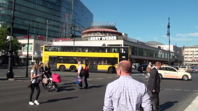ms cafe kranzler at kurfurstendamm / berlin, germany - bus stock-videos und b-roll-filmmaterial