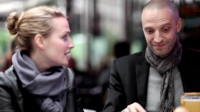 vidéos et rushes de café de paris - trentenaire