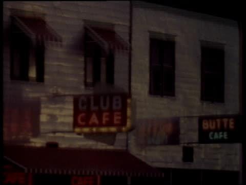 1957 montage cafe signs / new york city, new york, united states - 1957 bildbanksvideor och videomaterial från bakom kulisserna