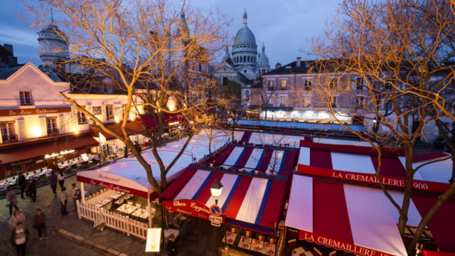 cafe street and dome of sacre coeur, montmartre, paris, france, europe - time lapse - basilique du sacre coeur montmartre stock videos & royalty-free footage