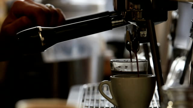 Cafe video: Pouring Espresso Shot