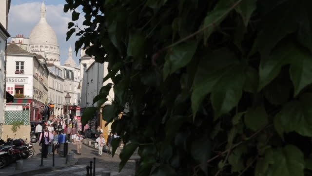 cafes and sacre coeur, montmartre, paris, france, europe - basilique du sacre coeur montmartre stock videos & royalty-free footage