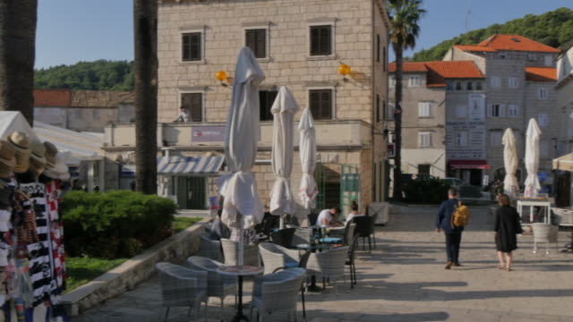 cafes in trg kralja tomislava, korcula old town, korcula, dalmatia, croatia, europe - pavement cafe stock videos & royalty-free footage