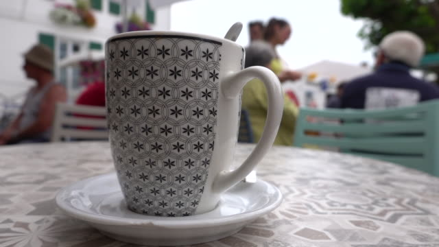 vidéos et rushes de cafétéria au petit marché - tasse