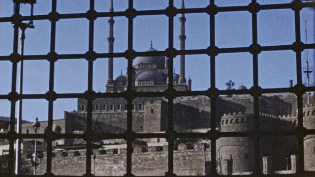 vídeos de stock, filmes e b-roll de cairo - great mosque of muhammad ali pasha 1946 - egito