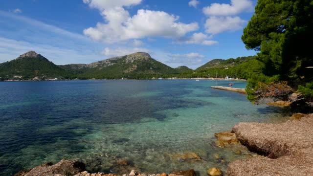 vídeos de stock e filmes b-roll de cala pi de la posada, cap de formentor, mallorca, mediterranean sea, balearic islands, spain - cena de tranquilidade