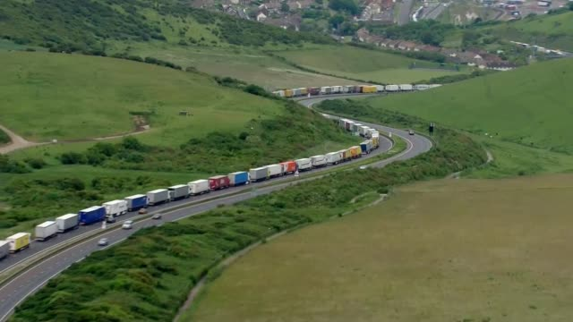vídeos de stock, filmes e b-roll de harriet harman calls for the french to pay compensation to british businesses date england kent queue of lorries on m20 motorway approaching channel... - tunnel