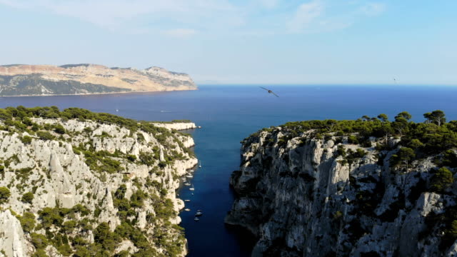 vídeos de stock e filmes b-roll de calanques national park in french riviera - cultura francesa