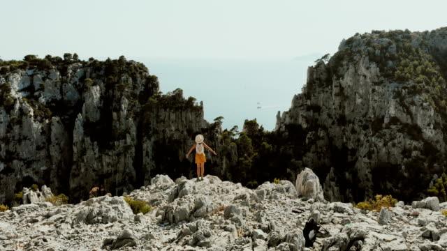 vídeos y material grabado en eventos de stock de calas del parque nacional en costa azul - punto de referencia natural
