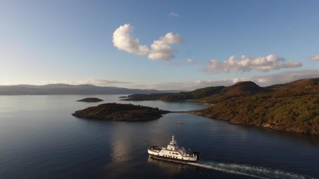 vídeos de stock, filmes e b-roll de caledonian macbrayne ferry in loch fyne, scotland, october 2015 - loch