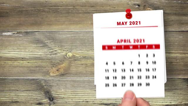 stockvideo's en b-roll-footage met 2021 kalender countdown januari tot mei op houten achtergrond - mei