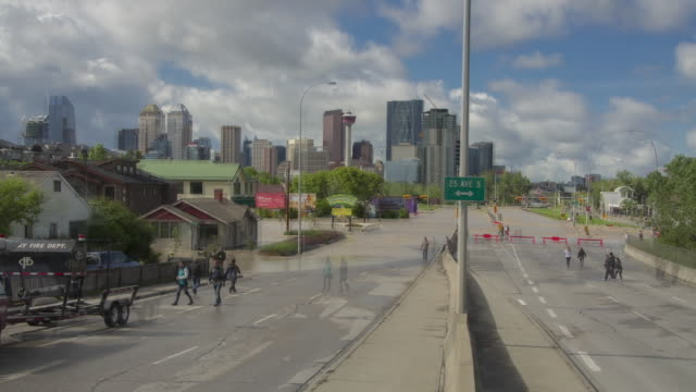 vidéos et rushes de calgary flood hyperlapse is a reverse-zoom hyperlapse sequence leading into downtown calgary. - vertige