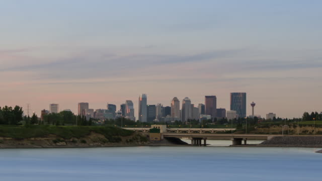 Calgary Glenmore Skyline Timelapse with a barely perceptible zoom-in