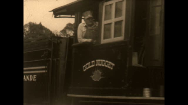 vidéos et rushes de calico railway at knotts berry farm from an archival film collection. - nostalgie