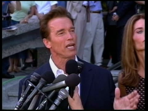 cms schwarzenegger speaking at press mics sot promise i will be the people's governor - 長点の映像素材/bロール