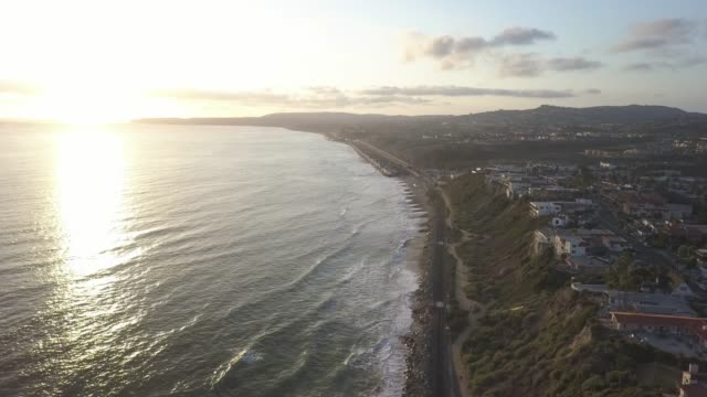 stockvideo's en b-roll-footage met california coast sunset - waterlijn