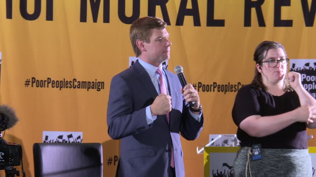 california congressman eric swalwell speech at event where several contenders for the democratic presidential nomination address a gathering of... - präsident der usa stock-videos und b-roll-filmmaterial