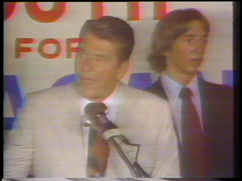vidéos et rushes de california governor ronald reagan attends a youth for reagan rally and says he's not interested in being vice president. - autre thème