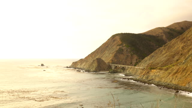 stockvideo's en b-roll-footage met california highway 1 tijd verval van zonsondergang - bergrug