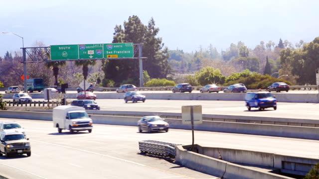 vídeos y material grabado en eventos de stock de california la autopista 87 con tráfico ligero - señal de salida señal de dirección