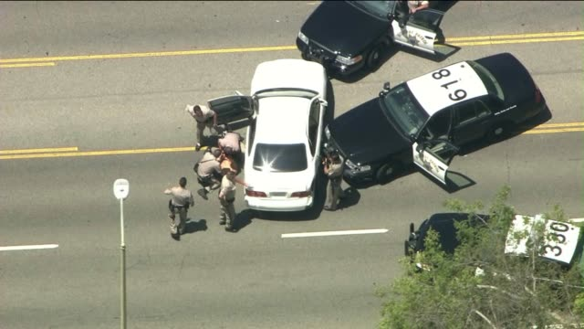 stockvideo's en b-roll-footage met california highway patrol officers arrest man after high-speed pursuit on july 31, 2013 in northridge, california - alcoholtest