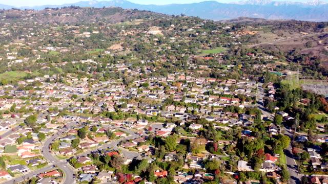 カリフォルニア ホームズ フライオーバー - 住宅開発点の映像素材/bロール