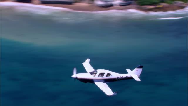 vídeos de stock, filmes e b-roll de air to air, usa, california, lancair legacy flying over ocean - pacífico norte