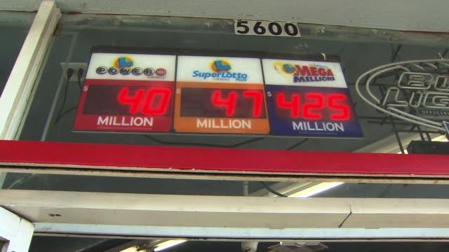 stockvideo's en b-roll-footage met california lottery signage on december 13, 2013 in los angeles, california - loterijlootje