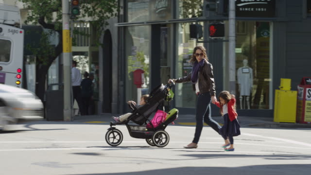 usa, california, san francisco, mother with two children (2-3, 4-5) walking - pedestrian crossing stock videos & royalty-free footage