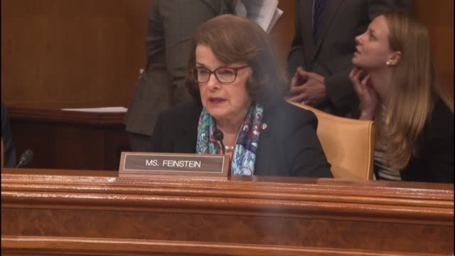 stockvideo's en b-roll-footage met california senator dianne feinstein engages attorney general loretta lynch about manpower and resources shortages at the bureau of alcohol tobacco... - procureur generaal