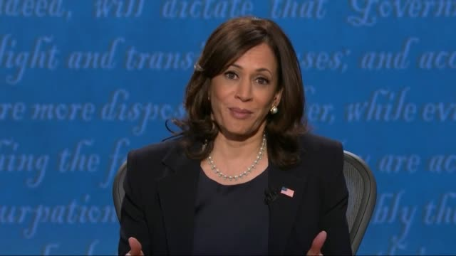 vidéos et rushes de california senator kamala harris is asked in concluding a televised debate with vice president mike pence to answer a question from a young person... - salt lake city