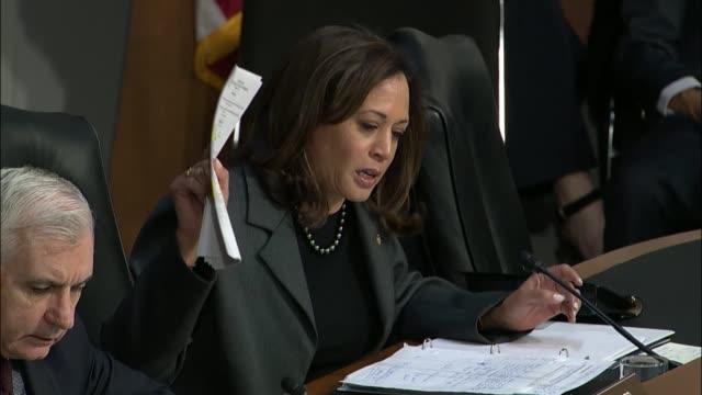 california senator kamala harris of the senate intelligence committee tells representatives of the major social media platforms that they represent... - gelbe seiten stock-videos und b-roll-filmmaterial