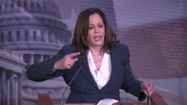 california senator kamala harris tells reporters at a weekly press conference after days of protests and rioting related to the death of minneapolis... - usa:s senat bildbanksvideor och videomaterial från bakom kulisserna