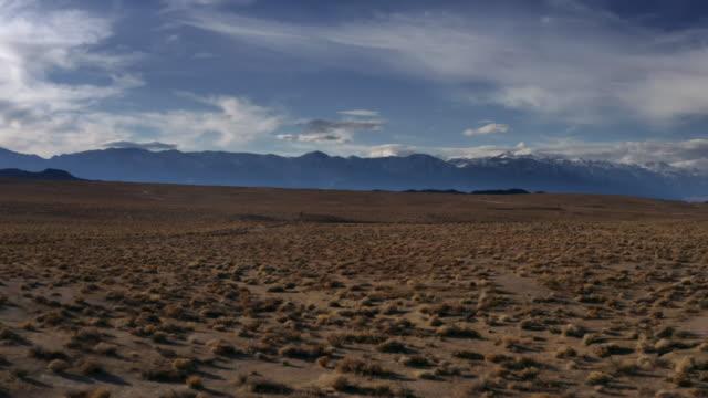 stockvideo's en b-roll-footage met california sierra nevada aerial road trip - californian sierra nevada