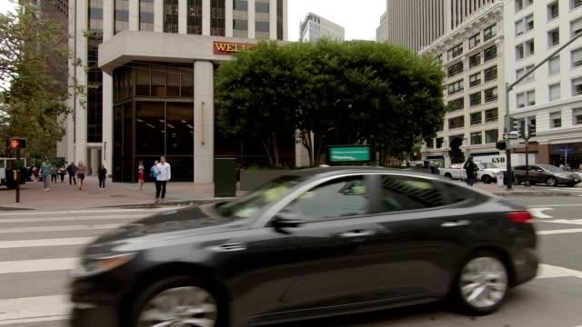 vídeos de stock, filmes e b-roll de sf california street viii série sincronizada vista esquerda placa de processo de condução - placa de processo