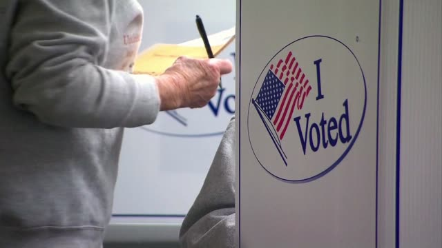 vídeos de stock, filmes e b-roll de ktla california voter registration place - título de eleitor