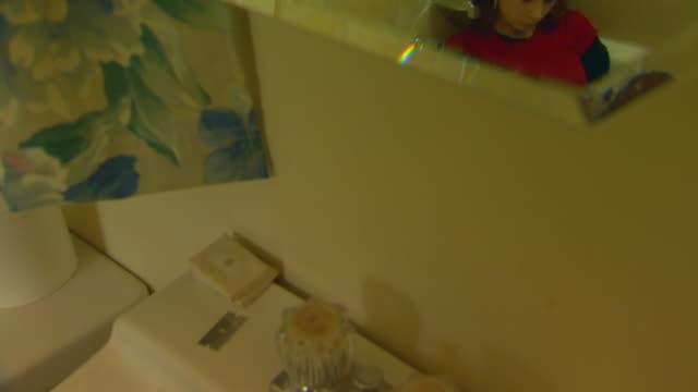 vídeos y material grabado en eventos de stock de california, yosemitegirl sitting in bath tub thinking about cutting - sólo una adolescente