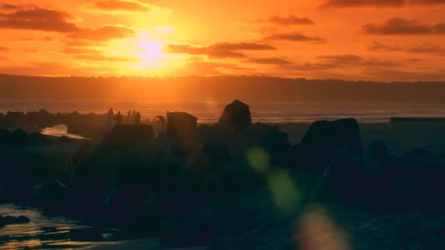 vídeos de stock, filmes e b-roll de californiaocean pier during sunset - pacífico norte