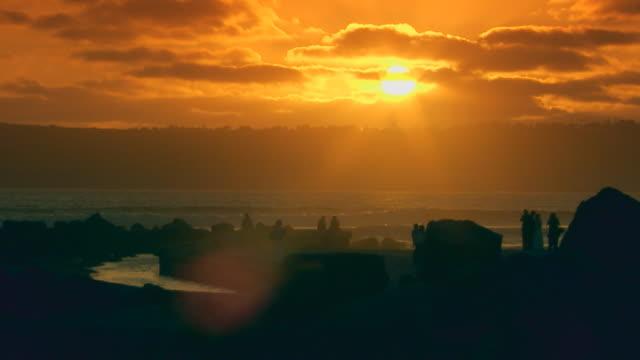 vídeos de stock e filmes b-roll de californiaocean pier during sunset - pacífico norte