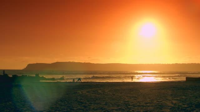 vídeos de stock, filmes e b-roll de californiasunset over water/mountains - pacífico norte