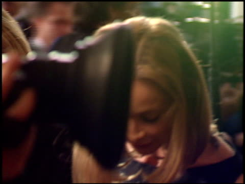 vídeos y material grabado en eventos de stock de calista flockhart at the 1999 golden globe awards at the beverly hilton in beverly hills california on january 24 1999 - calista flockhart