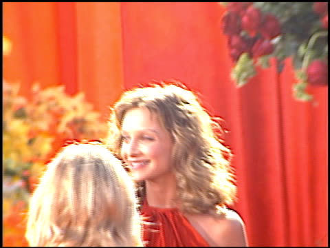 calista flockhart at the 2000 emmy awards at the shrine auditorium in los angeles, california on september 10, 2000. - calista flockhart stock-videos und b-roll-filmmaterial