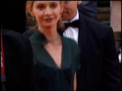 calista flockhart at the 2000 screen actors guild sag awards arrivals at the shrine auditorium in los angeles, california on march 12, 2000. - calista flockhart stock-videos und b-roll-filmmaterial